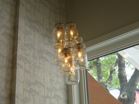 ...to the eye-catching mason jar lights...
