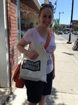 While Lily was living it up with her ice-cream sammie, I spotted this happy woman coming out of Bunner's sporting a GFG tote bag! That made my day.